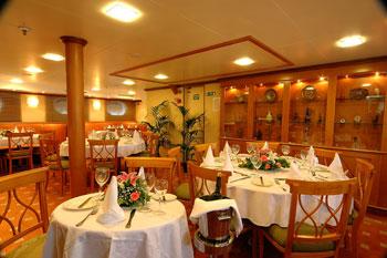Panorama II (2) | El restaurante interior del barco