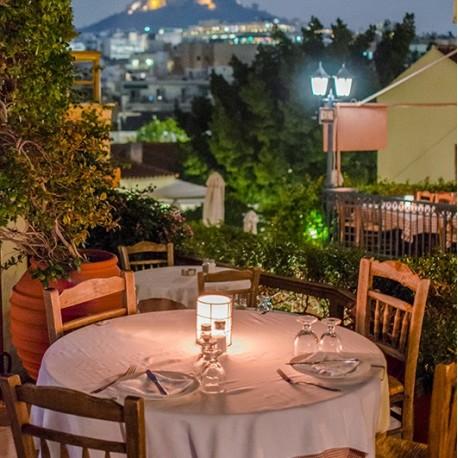 Paseo Guiado Atenas, Cena Tradicional y Noche Ateniense