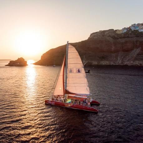 Excursión en Catamarán al Atardecer en Santorini (Sunset Tour)