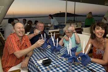 Crucero Harmony V | Cena griega a bordo
