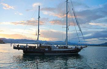 Velero Lujo con tripulación Troia en Grecia